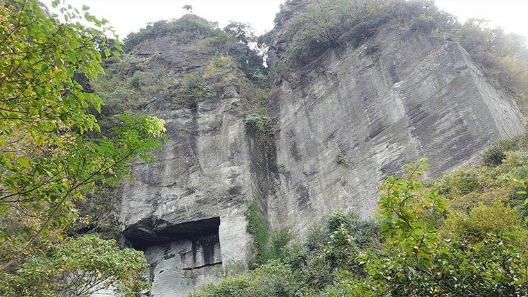 The cliff in Mt. Nokogiri