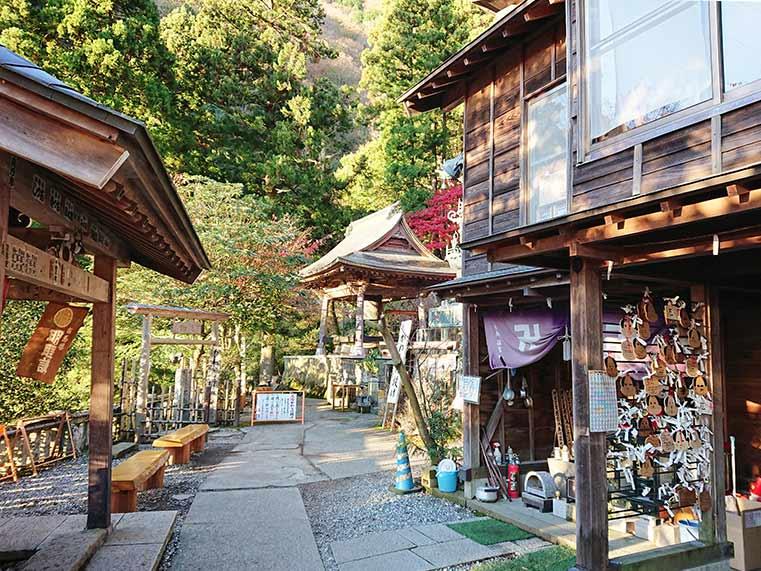 Street around Oyama Temple