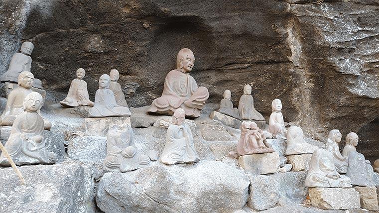 Tokai Sengohyaku Rakan in Mt.Nokogiri